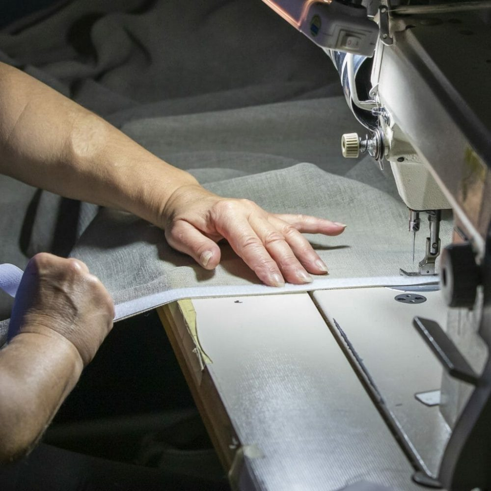 vouwgordijn-ambacht-met-naaimachine-1024x1024
